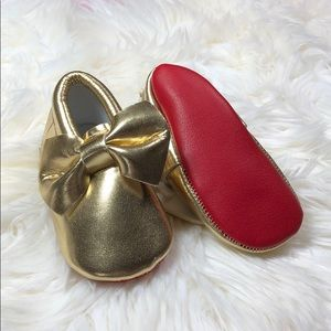Other - Gold bow with red sole baby toddler moccasins